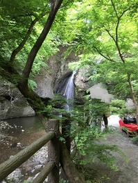 ルネ高周辺の観光スポット:月待の滝(大子町)