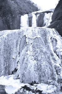 全面凍結!袋田の滝
