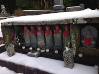 雪中墓参り
