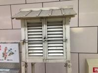 御堂筋線・梅田駅に置かれている「百葉箱」