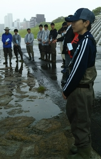雨の中での淀川・イタセンパラ保全活動